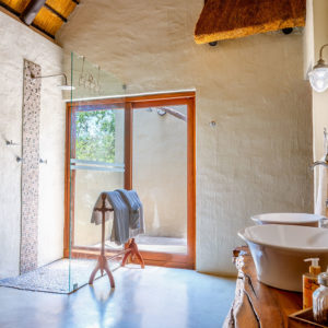 Shikwari Wild Fig Bathroom