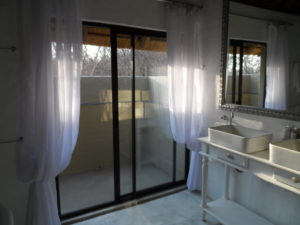 Shikwari Knobthorn Bathroom