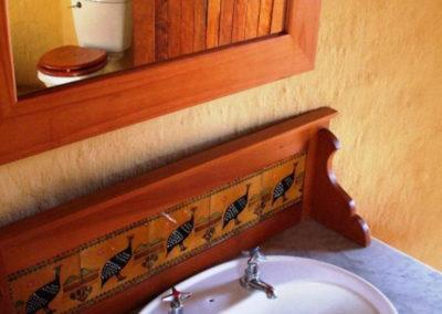 Shikwari Nature Reserve - Drongo-&-Shrike-shared-bathroom