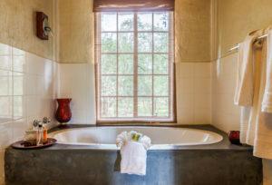 Shikwari-Oval-Bath-for-Marula,-Baobab,-Jackelberrry-&-Leadwood
